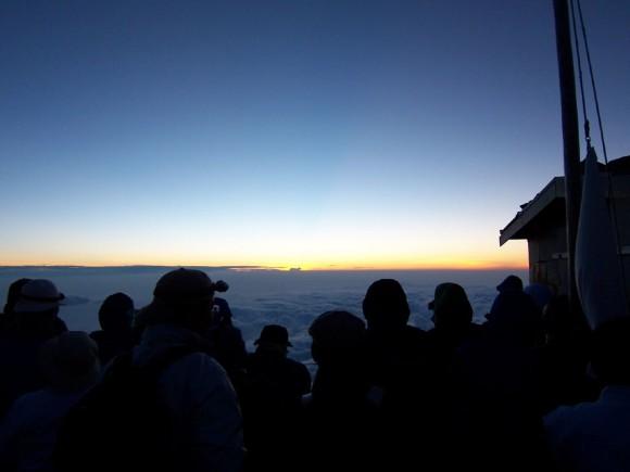 photo credit: Sunrise @ MT.Fuji ご来光@富士山頂 via photopin (license)